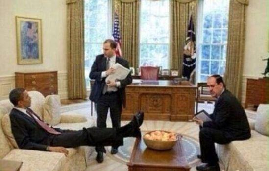حقيقة صورة اوباما يضع قدمه في وجه الرئيس العراقي