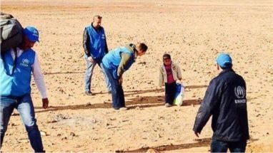 حقيقة صورة لطفل يعبر الصحراء وحيدا فى سوريا.