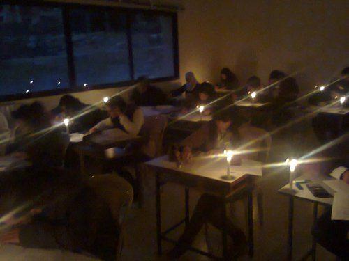 حقيقة امتحانات كلية هندسة المنصورة علي ضوء الشموع