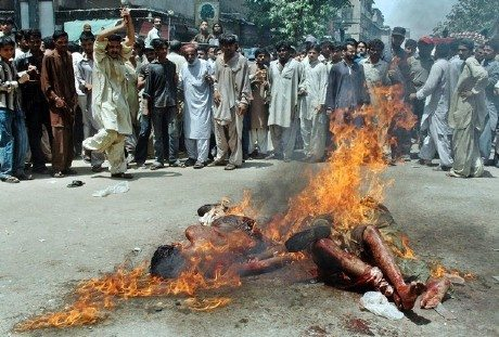 مسلمون في بورما يتعرضون للحرق و الاكل فهل من مساعد 9-1.jpg