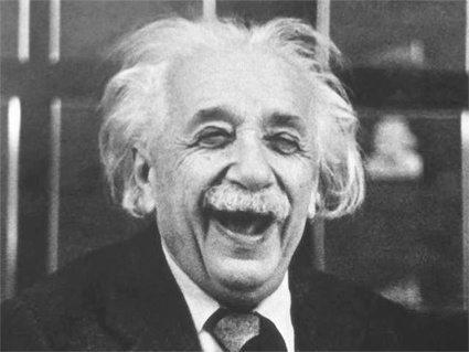 حقيقة ان اينشتاين كان بيسقط