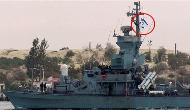 ناو اسرائيلي هنگام عبور از كانال سوئز با پرچم برافراشته