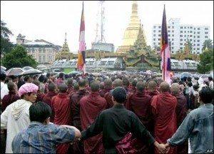حقيقة تشريد بوذيين في بورما بسبب الاعصار