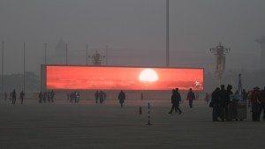 حقيقة عرض شروق الشمس على شاشات عملاقة بالصين بسبب التلوث