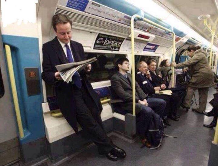 حقيقة صورة ديفيد كاميرون راكب المترو