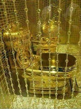 حقيقة مرحاض من الذهب مقدم من امير سعودي لابنتة بمناسبة زواجها