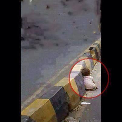 حقيقة صورة الطفل النائم في شارع في مصر