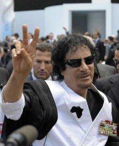 حقيقة صورة القذافي يسخر من اوباما باشارة