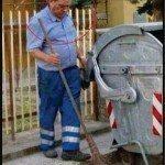 حقيقة رئيس الوزراء الأيطالي السابق برلسكوني و هو عامل نظافة