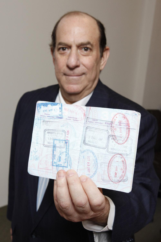 أيوة ده بجد ! .. أمريكي سافر 10,000 مرة بتذكرة طيران ذهبية