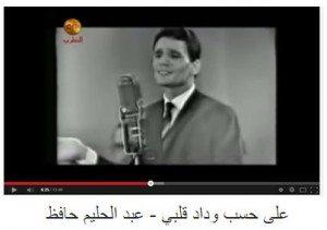 حقيقة فيديو لعبد الحليم بيمشي من المسرح و هو بيغني