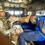 حقيقة صورة جندي يضع البيادة على رأس مواطن من رفح