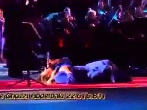 حقيقة وفاة مغنية مغربية و هي تغني على المسرح