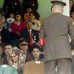 حقيقة طرد قائد الاركان التركية عجوز محجبة من منصة الاحتفال