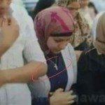 حقيقة بنت ترتدي صليب في صلاة العيد