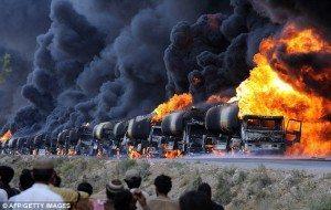 حقيقة صورة لضرب شاحنات بترول سوريا