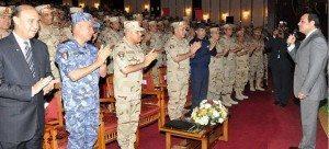 حقيقة صورة الجيش يصفق لراقصة