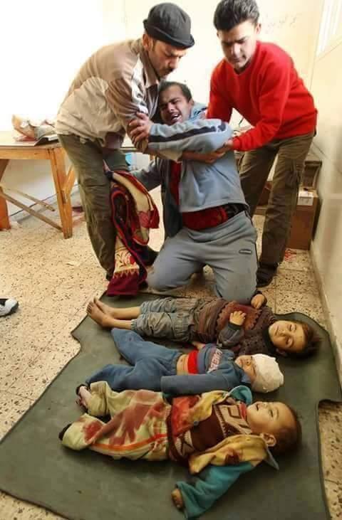 حقيقة صورة لأب فقد 3 من ابنائه في القصف الروسي على سوريا.
