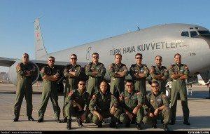 حقيقة صورة أردوغان يرتدي بدلة سلاح الجو التركي ويكرم الطيارين .