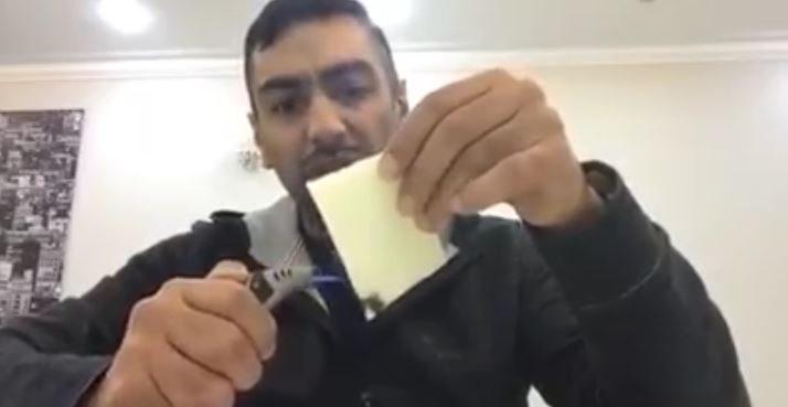حقيقة تصنيع شرائح الجبنة من البلاستيك