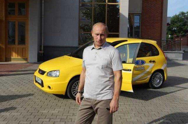 حقيقة بوست يوضح بوتين وهو يملأ سيارته بالوقود بنفسة