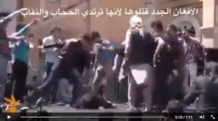 """حقيقية فيديو """" الأفغان الجدد قتلوها لأنها ترتدي الحجاب والنقاب ، فيديو سحل وقتل طالبة أفغانية """" ."""