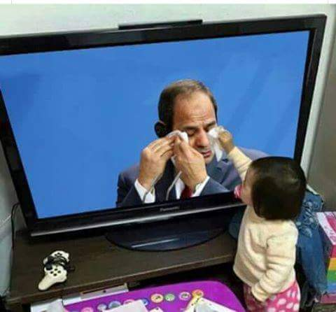 حقيقة صورة طفلة تمسح دموع السيسي