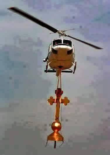 حقيقة صورة طائرة للجيش تحمل صليب و تهنيئ المسيحيين بالعيد