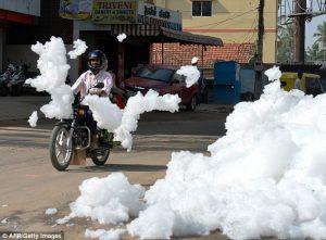 حقيقة كتل سحاب تسقط من السماء في المغرب