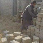 حقيقة فيديو لرجل يمني ترفع له الحجارة
