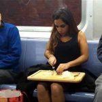 حقيقة صورة بنت بتقطع بصل في مترو مصر الجديدة