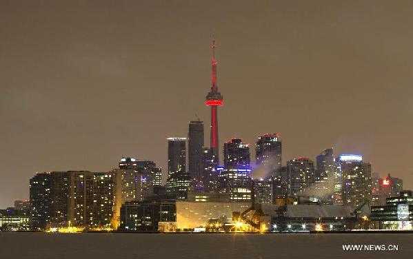حقيقة إضاءة برج كندا بلون الدماء تضامنا مع حلب