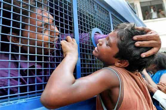 حقيقة صورة وداع أبن لأبوه في بورما