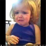 حقيقة فيديو بكاء طفلة بعد سماعها صوت امها المتوفية
