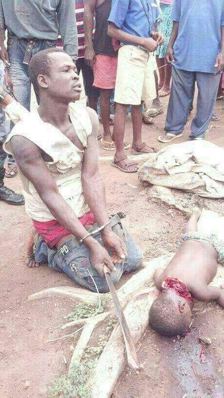 حقيقة صورة أب أجبر على ذبح إبنه في بورما