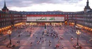 بعد هولندا إسبانيا البلد الاوربي الثاني الذي تتزين إحدى معالمه بالعلم العراقي حدادا على تفجيرات الكرادة وتضامنا مع العراق ..
