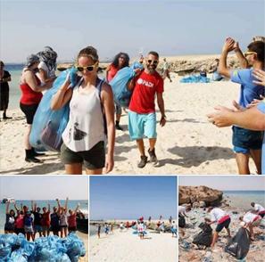 حقيقة تنظيف الاجانب للشواطئ بسبب قمامة المصريين