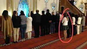 حقيقة صلاة سيدة في احد مساجد دمشق بملابس خارجة