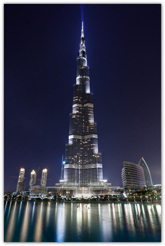 حقيقة صورة القمر مع برج خليفة في دبي