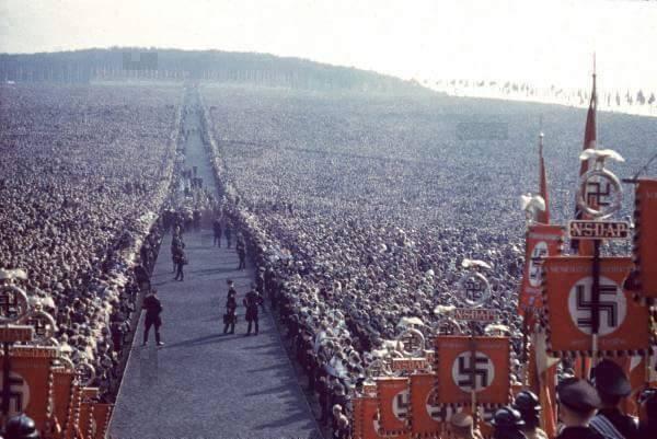 حقيقة ان اكبر تجمع بشري كان لتأييد هتلر