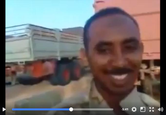 ضباط من الجيش السوداني يسلمون الأسلحة والذخيرة للتنظيمات الإرهابية علي حدود ليبيا