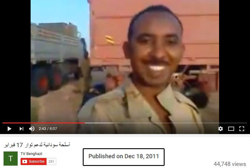 """حقيقة """"فيديو"""" ضباط من الجيش السوداني يسلمون أسلحة وذحيرة للتنظيمات الإرهابية علي حدود ليبيا ."""