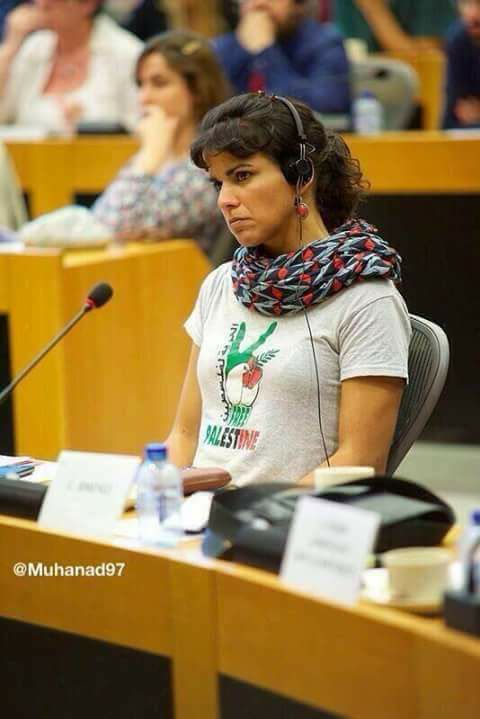 رئيسة وزراء اسبانيا تضع علامة النصر بألوان علي فلسطين في الامم المتحدة