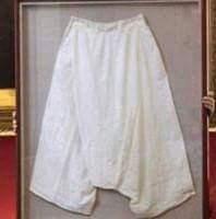 حقيقة وجود سروال مؤسس الدولة السعودية الثانية في متحف الرياض