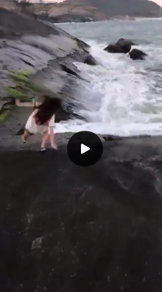 حقيقة سقوط فتاة في البركان اثناء التقاط صورة