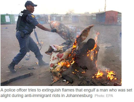 حقيقة حرق شخص مسلم يصلي في بورما