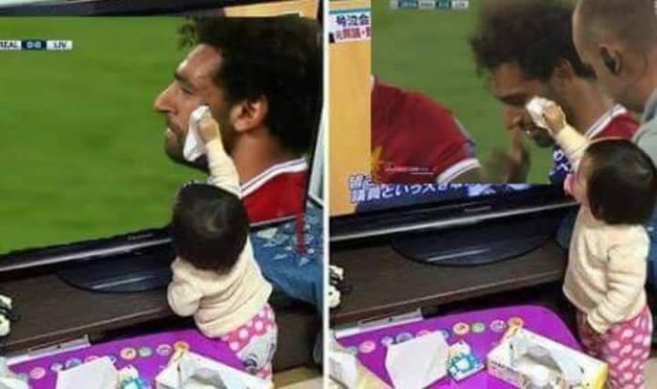 حقيقة صورة طفلة تمسح دموع محمد صلاح