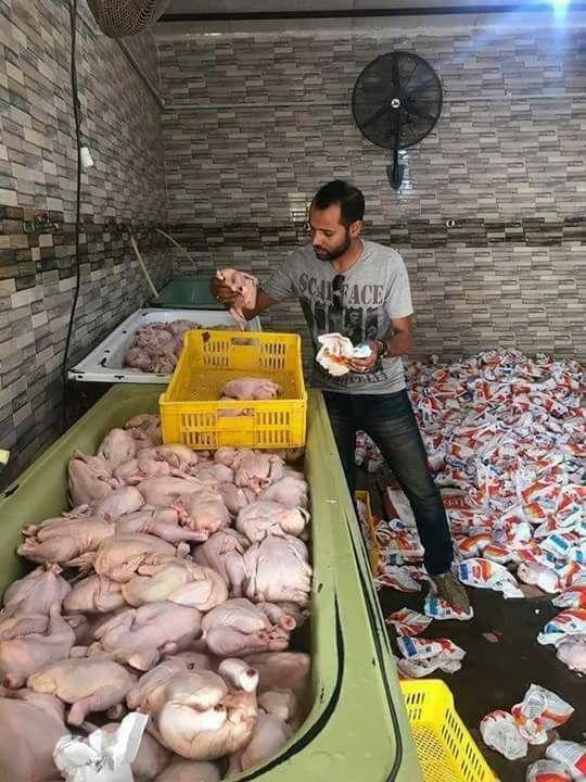 حقيقة صورة لفراخ التموين في محلات السوريين