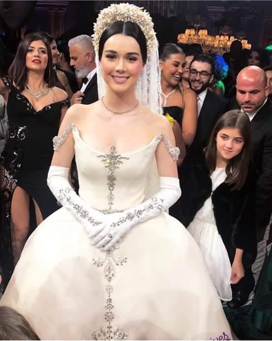 حقيقة صورة الأميرة فوزية في فرحها