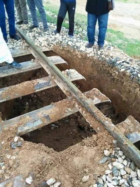 حقيقة صورة قضبان السكة الحديد المدمرة بفعل فاعل